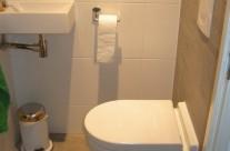 Nieuwe badkamer en toilet Heidetuin in Houten