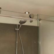 Badkamer en suite op zolderverdieping met vliering op de Citroengras in Houten