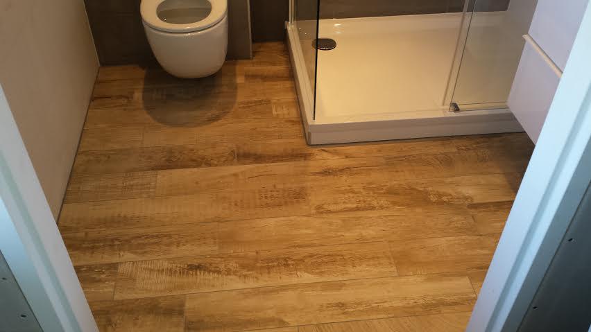 Badkamer citroengras houten tegelvloer old look3 mulder totaal onderhoud - Tegelvloer badkamer ...