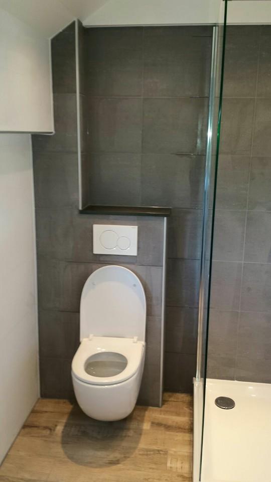 ... : Badkamer citroengras houten toilet met natuursteen planchet mulder